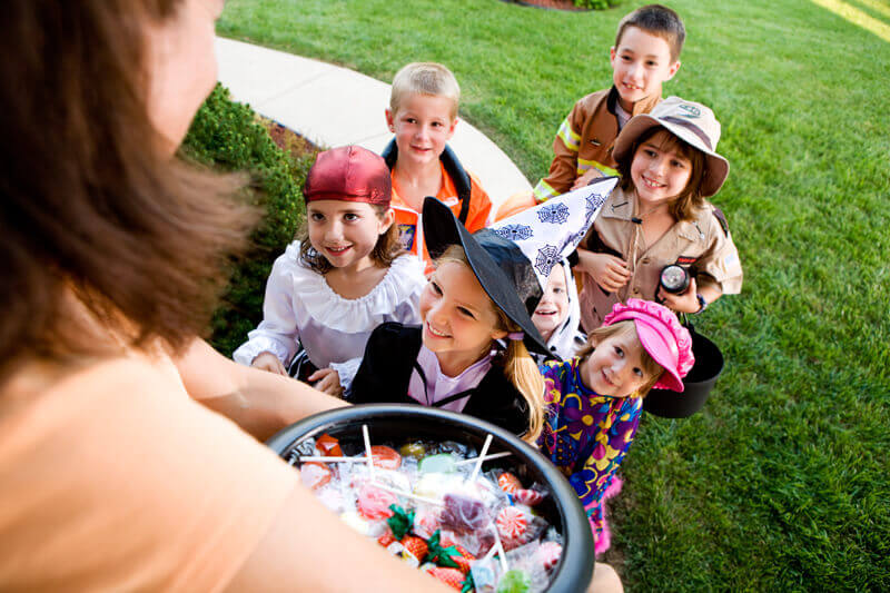 Adult sharing candy to children